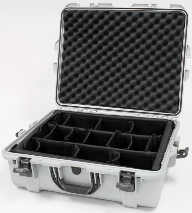 Plasticase Nanuk 945 Case with Padded Divider: Silver